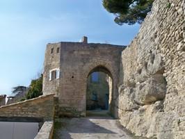 Vieille porte à Bonnieux