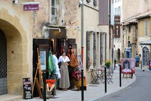 Lourmarin ruelles et boutiques