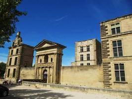 Château à la Tour d'Aigues