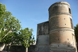 Tour du château à la Tour d'Aigues