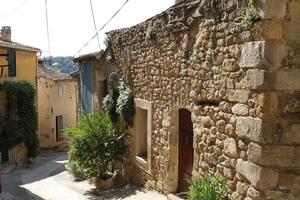 Ruelles et village à la Tour d'Aigues