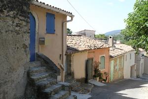 Ruelles du village de Cucuron