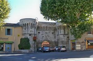 Porte Villeneuve à Pernes-les-Fontaines