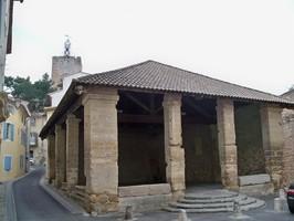 Halle couverte à Pernes-les-Fontaines