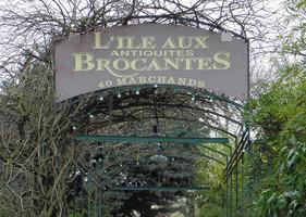 L'île aux brocantes à l'Isle-sur-la-Sorgue