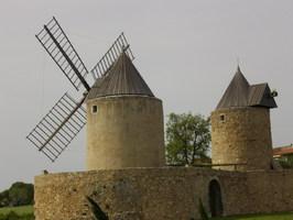 Moulin à vent à Régusse