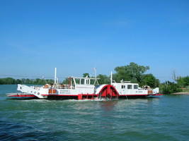 Barge en Camargue au Bac du Sauvage