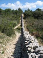 Mur de la peste à Lagnes
