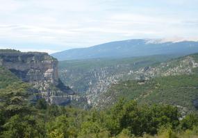 Rocher du Cire au-dessus des gorges de la Nesque